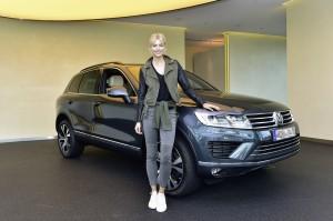 Lena Gercke und ihr neues Topmodell der Volkswagen Touareg
