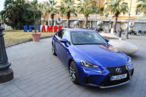 Foto Lexus IS 300h-23
